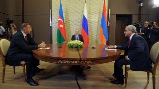 صورة من الأرشيف تجسم اللقاء الثلاثي بين قادة أرمينيا وأذربيجان برعاية روسية في سوتشي.2014/08/10
