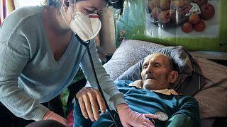 Сельский врач сражается с пандемией в Украинских Карпатах