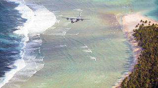 طائرة تابعة للقوات الجوية الأميركية فوق أرخبيل مايكرونيزيا