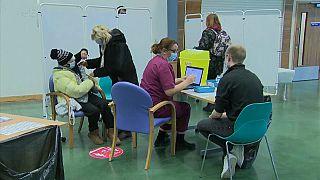 Centro de vacunación de Epson, en el Reino Unido