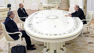 El presidente ruso, Vladímir Putin, habla con su homólogo azerbaiyano, Ilham Alíev, y con el primer ministro armenio, Nikol Pashinián