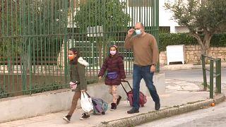 Grécia reabre creches e escolas primárias