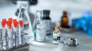 عکس تزیینی از تولید واکسن
