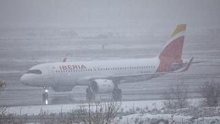 Imagen del aeropuerto Adolfo Suárez-Madrid Barajas durante el paso de la tormenta Filomena