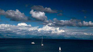 Yunanistan'ın İyon Denizi'nde bulunan en kuzeydeki adası Corfu'dan bir kare. Corfu'nun aynı zamanda Arnavutluk ilee da deniz sınırı bulunuyor.