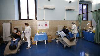 """""""Я - вакцинирован"""": итальянские медики мотивируют коллег сделать прививку от коронавируса"""