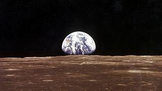 1969'da Ay'a gönderilen NASA'nın Apollo 11 ünitesinden Dünya'nın görünümü.