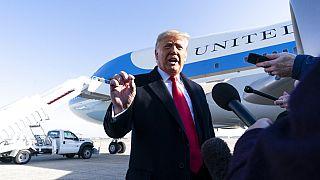 """""""É ridículo"""", diz Trump sobre possível processo de destituição"""