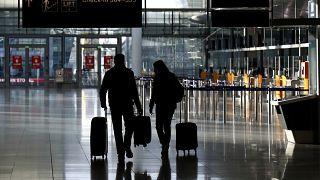 مسافرون في مطار ميونخ في ألمانيا