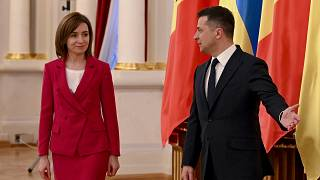 Украина и Молдавия будут стремиться к полноправному членству в ЕС, заявили президенты Владимир Зеленский и Майя Санду.