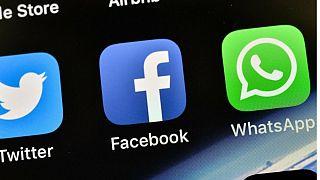 نشان اپلیکیشنهای واتساپ، فیسبوک و توییتر