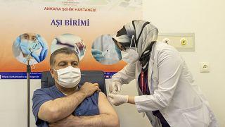 İlk CoronaVac aşısı, Ankara Şehir Hastanesi'nde Sağlık Bakanı Koca'ya yapıldı
