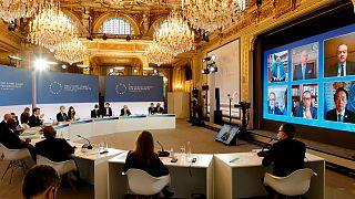 الرئيس الفرنسي إيمانويل ماكرون خلال قمة للتنوع الحيوي في باريس