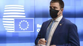 یوروی راتاس، نخست وزیر استونی از مقام خود کناره گرفت
