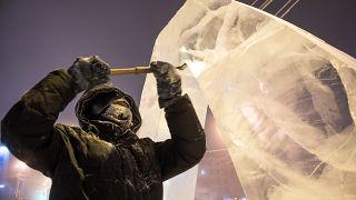Ρωσία: Εντυπωσιακά γλυπτά από πάγο