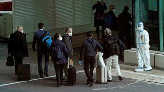 بازرسان سازمان ملل در فرودگاه ووهان. ۱۴ ژانویه ۲۰۲۱