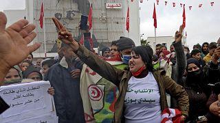 االذكرى العاشرة لإحراق البوعزيزي نفسه مما أثار موجة من الاحتجاجات في جميع أنحاء الدولة الواقعة في شمال إفريقيا والتي بلغت ذروتها برحيل الرئيس