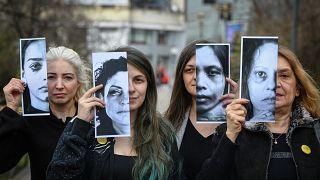 ضحايا العنف الأسري خلال مظاهرة