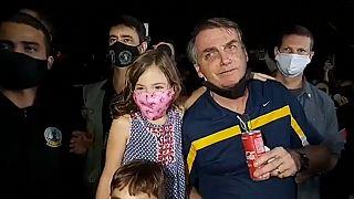 Jair Bolsonaro prend un bain de foule sans masque