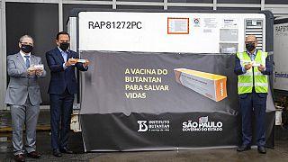 Brezilya'daki araştırmacılar, CoronaVac'ın semptomatik enfeksiyonları önlemede sadece yüzde 50.4 etkinlikte olduğunu duyurdu