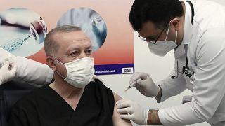 Τουρκία: Ο Ερντογάν εμβολιάστηκε κατά της Covid-19