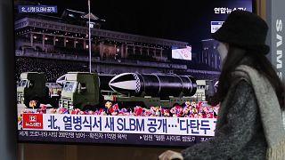 Νέα πυραυλικά «υπερόπλα» παρουσίασε σε παρέλαση ο Κιμ Γιονγκ Ουν