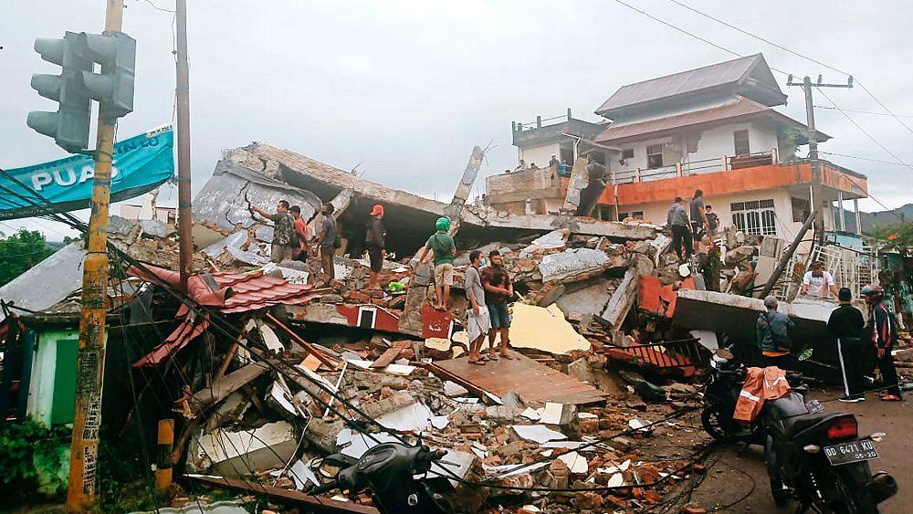 Endonezya'da 6,2 büyüklüğünde deprem: En az 35 ölü