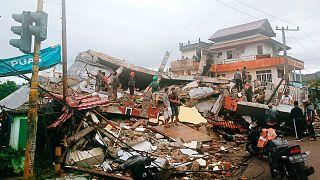 Endonezya'da deprem ve toprak kayması