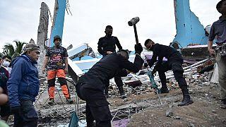 Indonésie : au moins 37 morts dans un tremblement de terre
