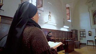 Le otto suore di clausura del convento di Santa Veronica Giuliani di Città di Castello, PG