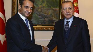 Ο πρωθυπουργός της Ελλάδας και ο πρόεδρος της Τουρκίας κατά τη διάρκεια παλαιότερης συνάντησής τους, το 2017.