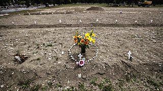 Campo 81, uma zona do cemitério Maggiore, em Milão, Itália, para vítimas de Covid-19