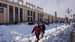 Ισπανία: Τιτάνια προσπάθεια για να ανοίξουν οι δρόμοι από τα χιόνια