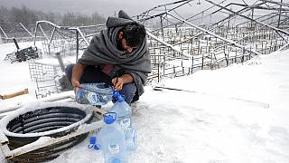 Bosnia: Hundreds of migrants grappling with freezing temperatures in makeshift shelters