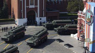 Rusya'da askeri geçit töreni provaları sırasında S-400 hava savunma sistemleri