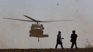 مروحية تقل جنرالاً أميركيا لدى وصولها إلى إسرائيل (أرشيف)