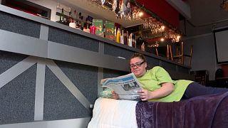 Belgio: dorme nel suo bar per protesta contro le chiusure