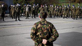 أفراد من الجيش السويسري