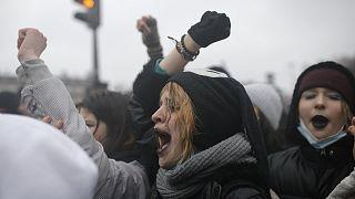 Tüntetés Párizsban egy törvénytervezet miatt