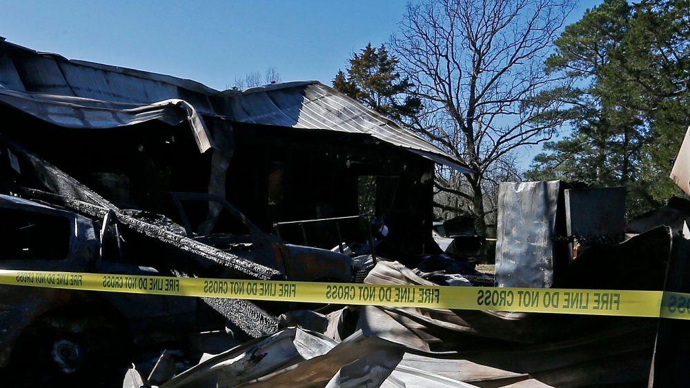 Covid-19'a yakalanarak koku alamayan aile evde çıkan yangını son anda fark etti