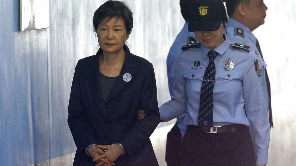 Güney Kore'de rüşvetten 22 yıla mahkum olan eski devlet başkanının cezası onandı