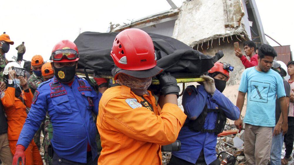 Endonezya 2021'de doğal afetlerle boğuşuyor, depremde ölenlerin sayısı 77'ye yükseldi