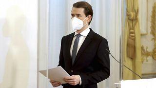 Ausztria hosszabbít és szigorít