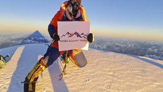 أحد المتسلقين النيباليين أعلى قمة كي 2
