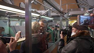Ahogy leszállt a gépe Moszkvában, rögtön őrizetbe vették Navalnijt