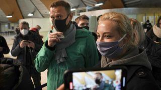 Alexeï Navalny et son épouse Ioulia à l'aéroport Cheremetievo de Moscou, 17 janvier 2021