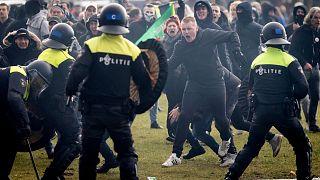 درگیری معترضان به محدودیتهای کرونایی با پلیس در هلند