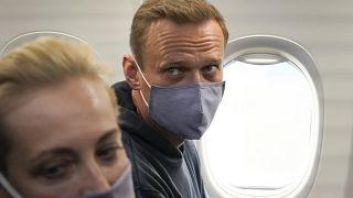 Алексей Навальный с женой Юлией на рейсе Берлин-Москва