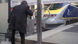 قطار يوروستار الذي يربط باريس بلندن في محطة غار دو نورد