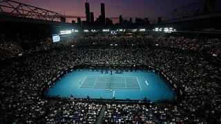 Australian Open на карантине: теннисисты вынуждены тренироваться в номерах отеля